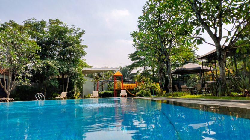 swimming pool grand trevista rempoa